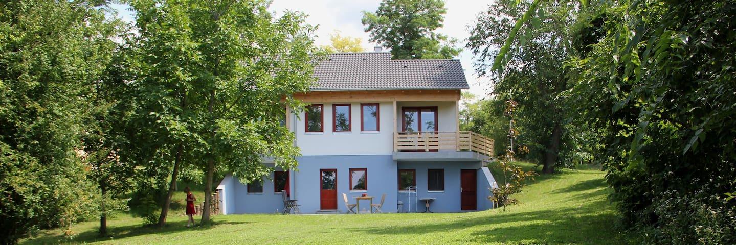 Moderne Souterrainvilla op vakantiepark - Szólád - Houten huisje