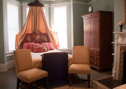 The Meadows Room - Historic Victorian Home