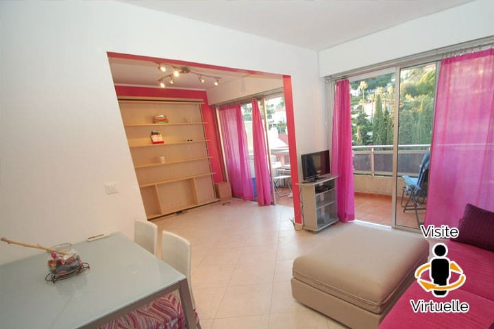 Beautiful studio on the top floor with terrace close to the sea