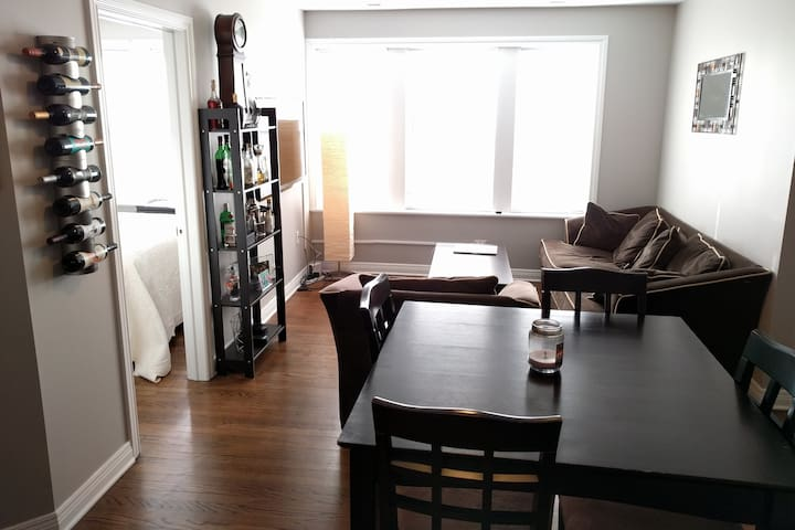 Quiet space in a charming town minutes to Chicago - Forest Park - Apartamento