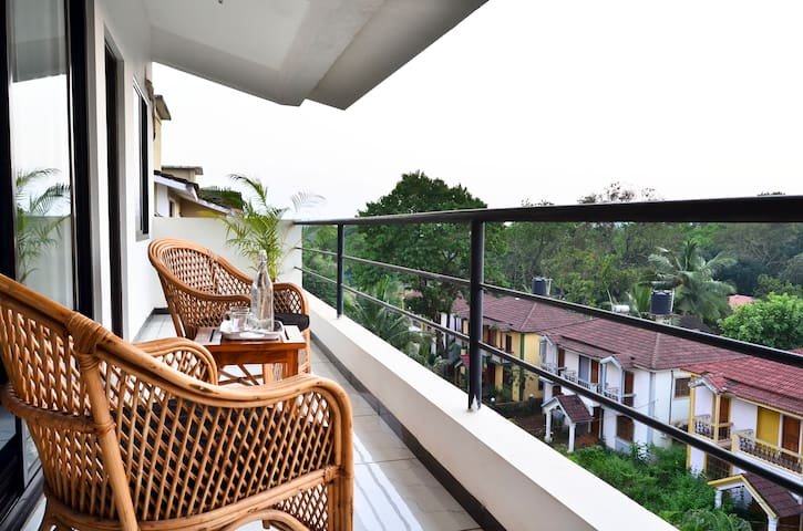 White Penthouse with sunset view near Anjuna