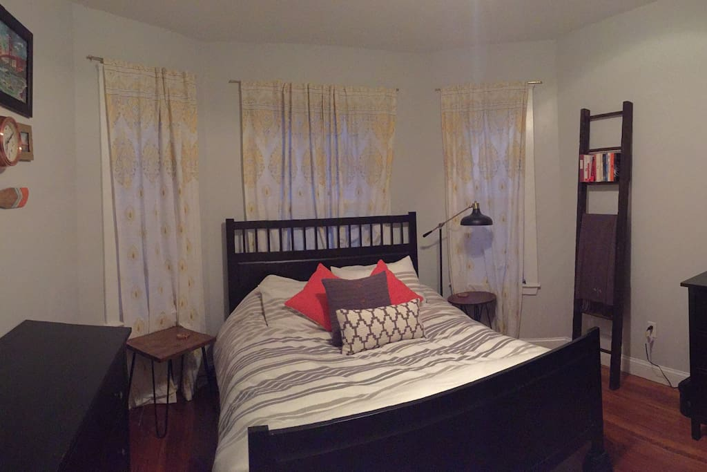 Bedroom #1 (Queen)