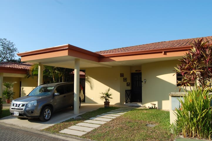 Tropical Costa Rican 2 bed Condo - Jaco - Casa