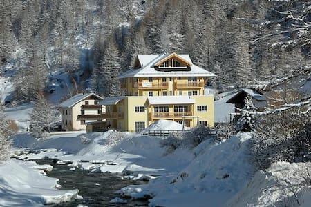 Lovely 2 bedroom Alpine Apartment Skiing & Summer