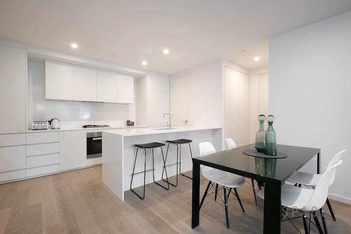 Luxurious Living, Infinity Pool and Melb's Skyline - St. Kilda - Betjent leilighet