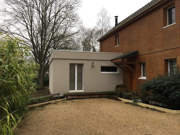 Studio F1 avec jardin dans un village au calme