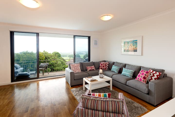 Close to Beach and CBD with Views - Waverley - Apartamento