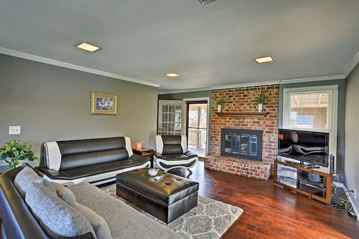 Renovated Home w/Deck -Mins to Downtown Nashville!