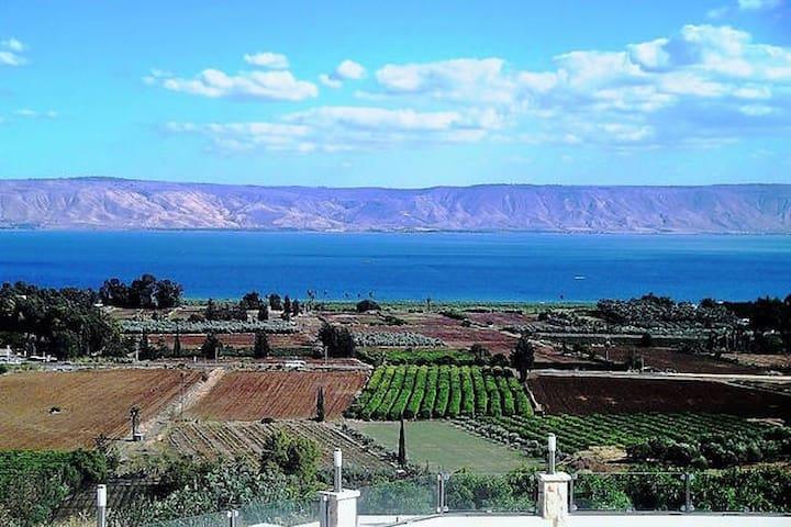 Vila Al Azipor Breathtaking View - Migdal - วิลล่า