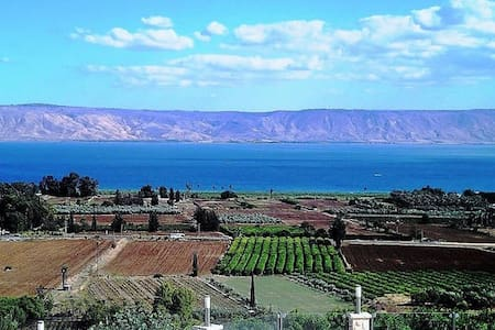 Vila Al Azipor Breathtaking View - Migdal - Casa de camp