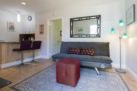Cozy Private Wilton Manors Cottage - Wilton Manors - Bungalow