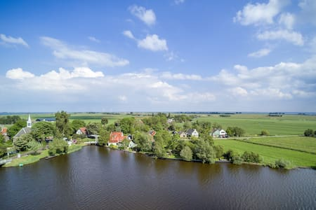Lakeside B&B in Waterland region, breakfast incl.