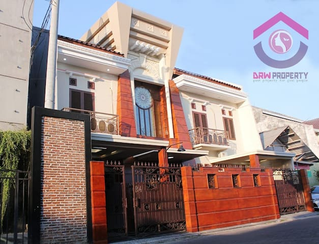DRW KOST EKSKLUSIF POGUNG KIDUL ( Junior Suite)