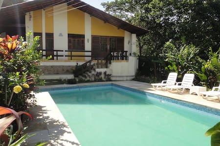 Linda casa em Guaramiranga para 14 pessoas. Vem!