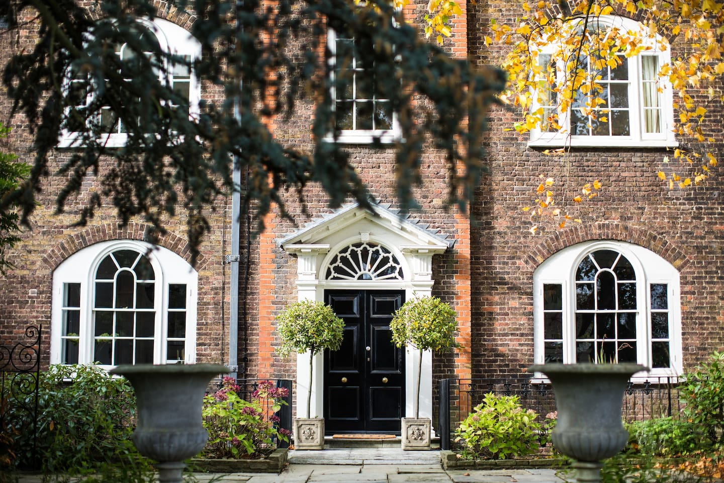 5 Beds Georgian House Next To Hampton Court Palace Houses For Rent In East Molesey England United Kingdom