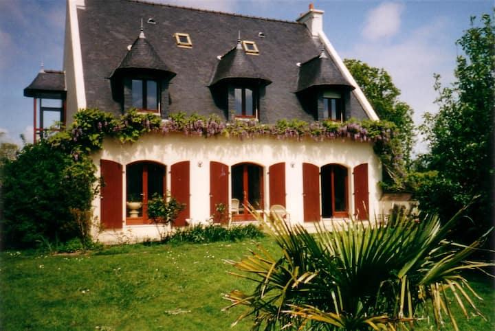 maison dans  petit village breton
