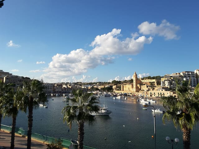 Seafront central Apartment - amazing view