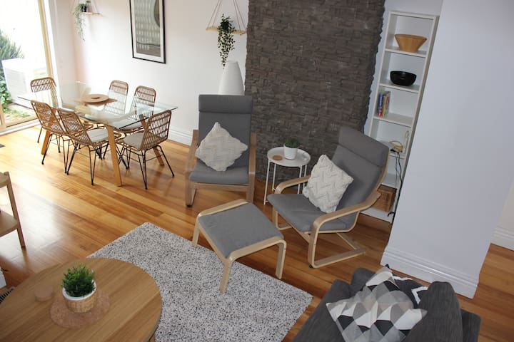 Tranquil Townhome - Walk to River, Shopping, Tram