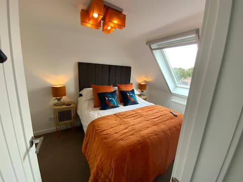 THE HIDEAWAY, Milford on Sea, Lymington,New Forest