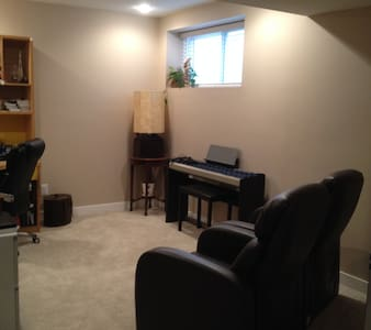 Cozy and Bright Basement Suite - Calgary - Lain-lain