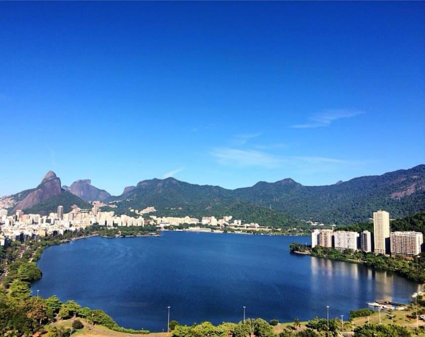 Vista da Sala de Estar: Ipanema, Lagoa e Jardim Botânico.