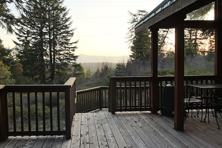 #45 The Cabins at Hyatt Lake - Sleeps 4 - Hot Tub