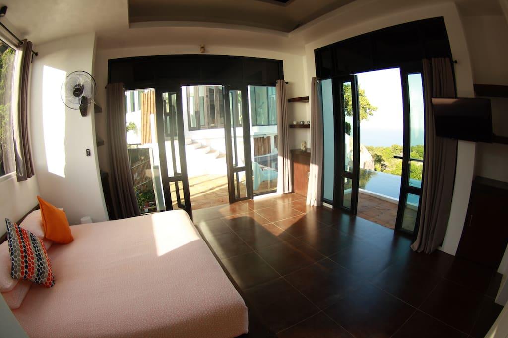 Bedroom 2 king-size