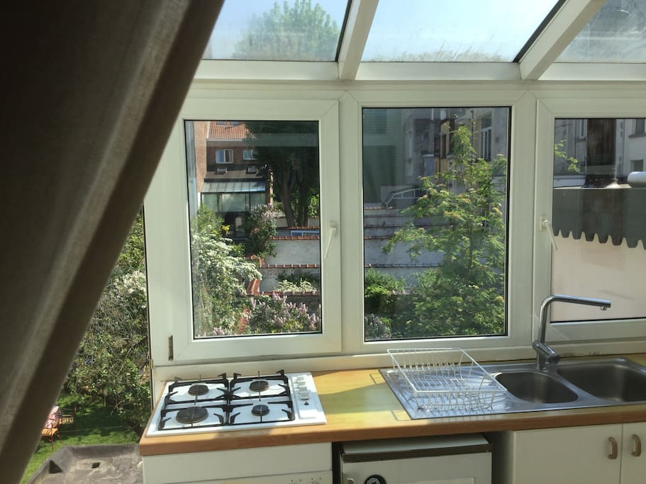 Kitchen with access to small terrasse
