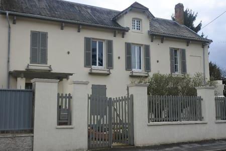 Charmante Propriété comprenant une maison Ancienne - Reuil-en-Brie