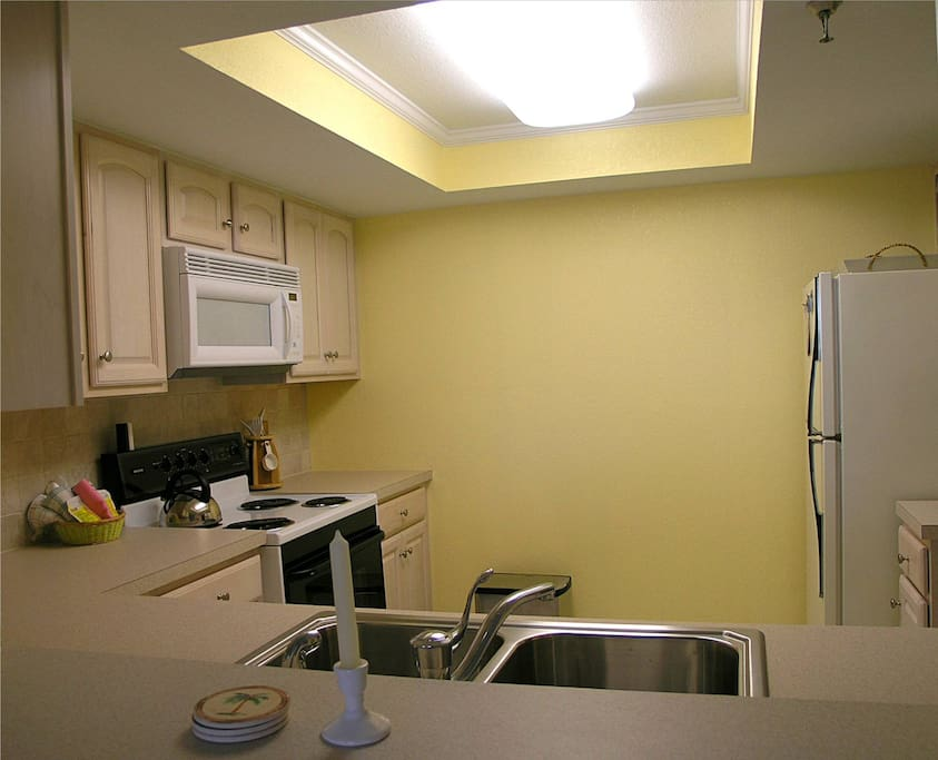 Renovated pass-thru Kitchen with all the amenities