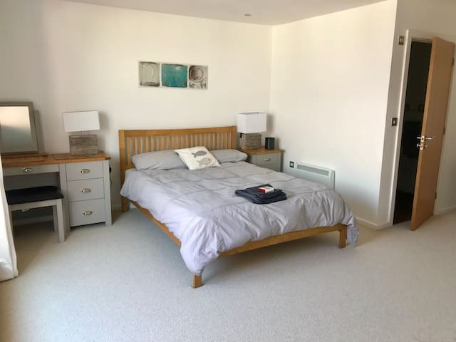 En-suite private room on Pentire, Newquay