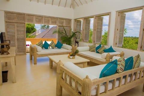 Cobertura de praia de 2 quartos de luxo com jacuzzi