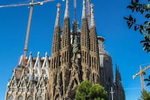 10 minutes by metro from the SAGRADA FAMILIA