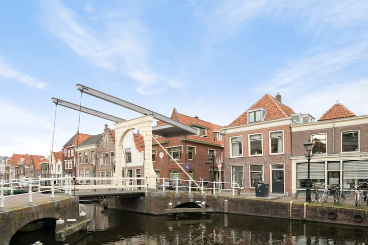 Authentic, Bright Apartment with Canal View