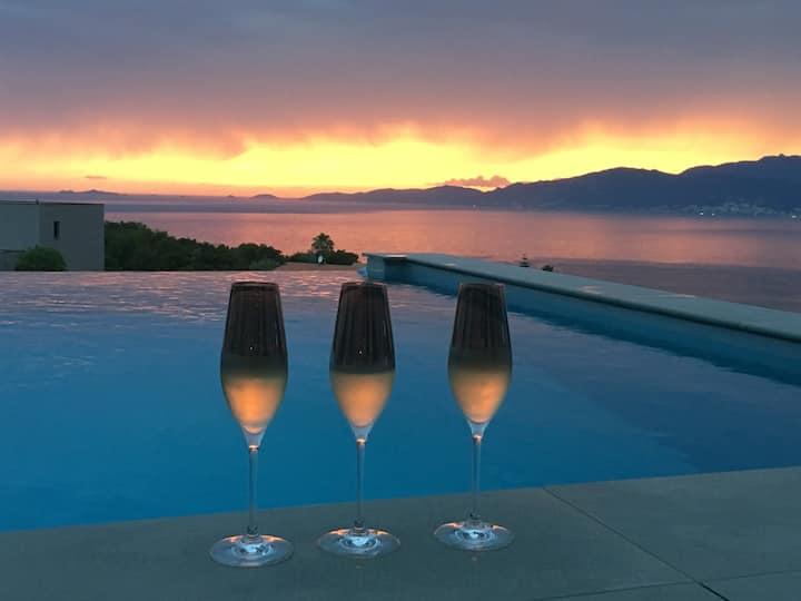 Villa haut de gamme, piscine chauffée et vue mer