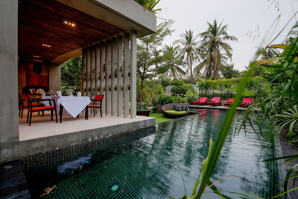 the vacation to siem reap Find out when to visit siem reap, the gateway to the ruins of angkor siem reap is a northern cambodian village that's been upgraded to a modern town, and it's on the map by virtue of the fact that it's the gateway to the ruins of angkor.