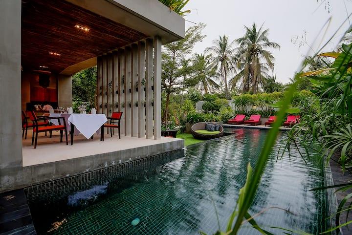 Superior Room @Theary's luxury Villa 1
