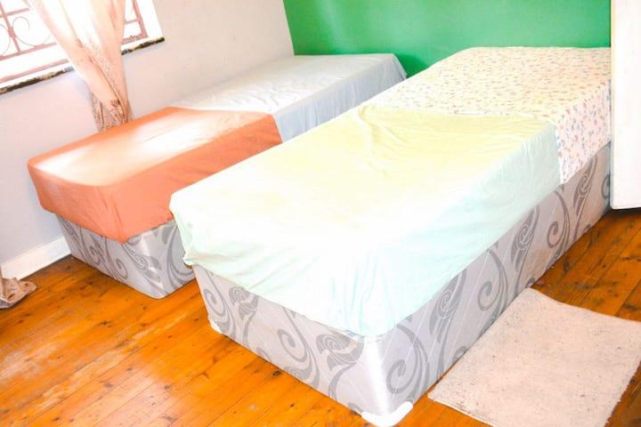 Cottage room available near JHB CBD & AucklandPark