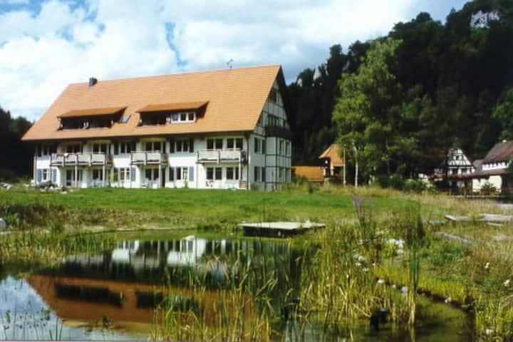 Land- und Ferienhotel Wittstaig, (Münsingen), Apartment Wolfstal mit 90 qm, 2 Schlafzimmer für maximal 6 Personen