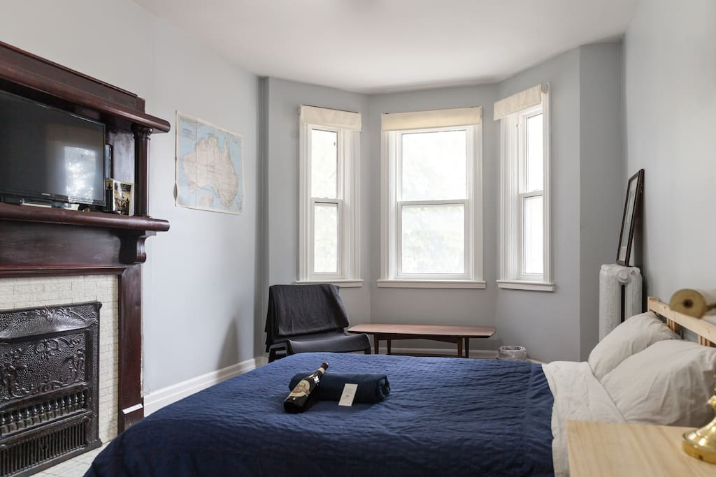 Great Large Room 1 In Trendy Parkdale Apartment Bed Breakfasts For Rent In Toronto