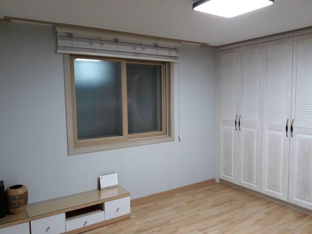 1층 Guest 가족용 지열난방식 온돌방 & 전용 에어컨 설치완료