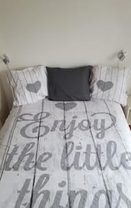 Enjoy little things!10 min from CS *incl breakfast - Leiden - Bed & Breakfast
