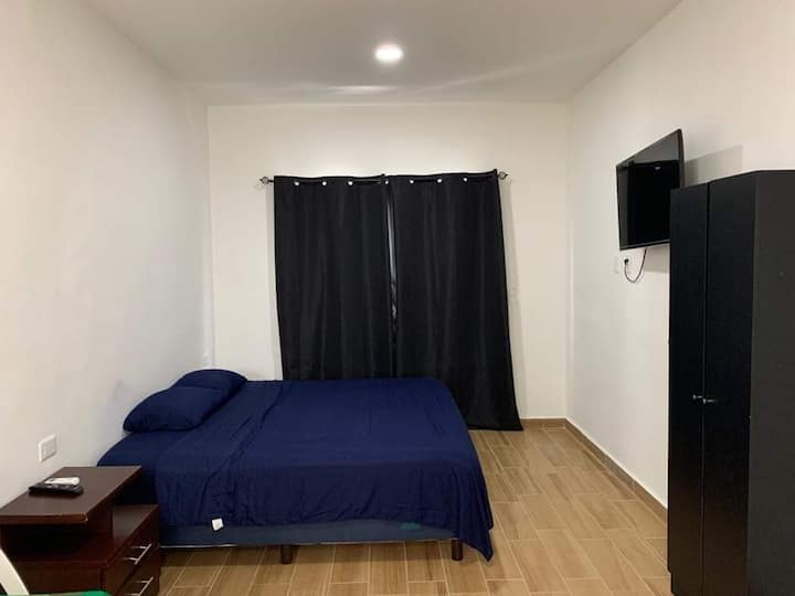 Studio #7 with TV in downtown 15 mins from beach