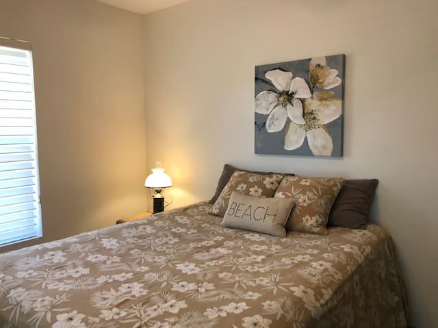 Luxurious queen Guest Bedroom