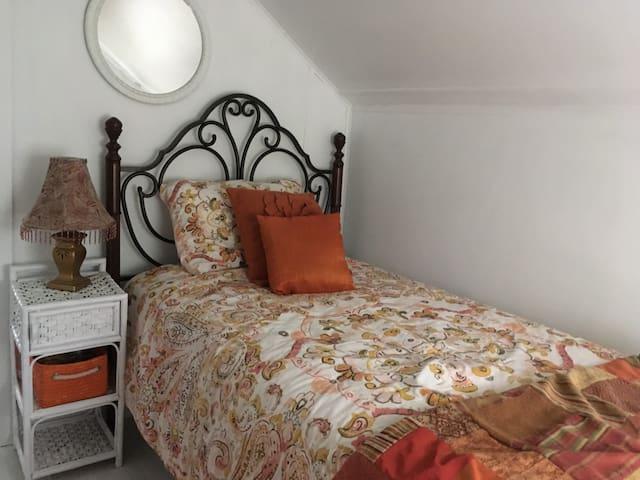 Comfy single bed in cozy room off main bedroom