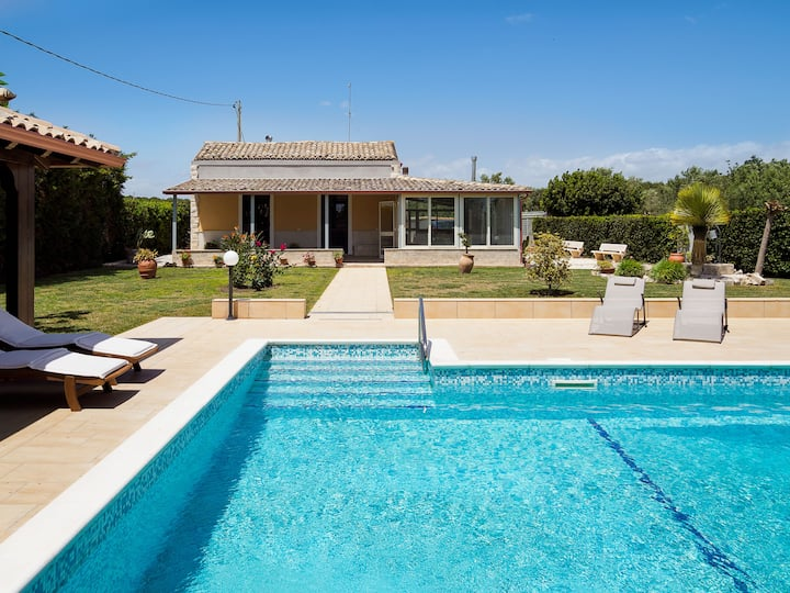 Peaceful retreat with PRIVATE POOL, Ispica