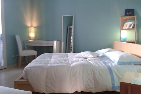 BB Zuclein camera blu con bagno privato Rimini - Bellariva - Bed & Breakfast