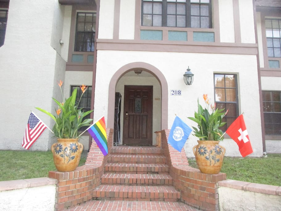 Welcome to our Swiss Floridian, United nation home. Peace and respect. Everybody is welcome ;-)