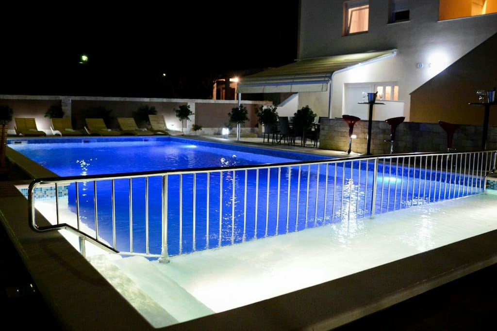pool has a fence that your children can be safe..and in the childrens pool depth is 40cm