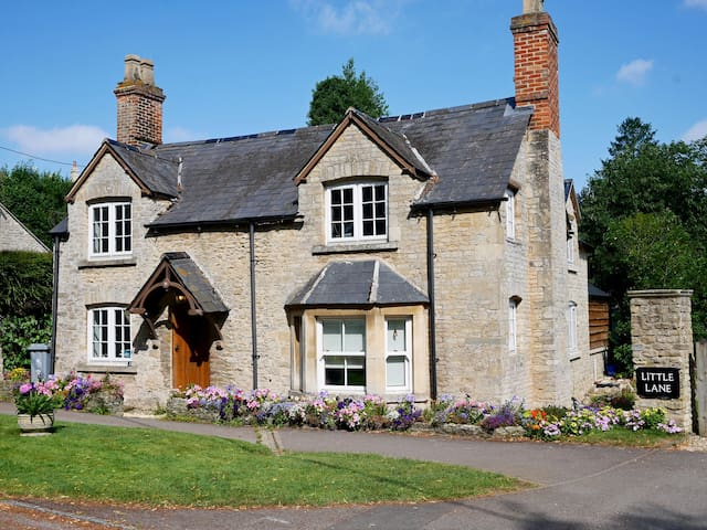 Chocolate-box stone cottage on edge of Cotswolds - Eynsham - Hus